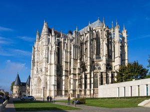 VIAJE A BEAUVAIS: Ciudad como una catedral